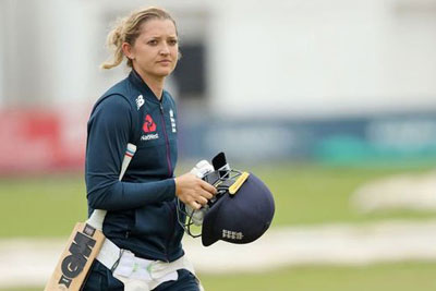 Sarah Taylor of England announces her retirement