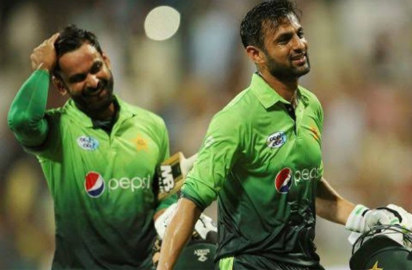 Hafeez, Malik are back for Bangladesh T20I series 1