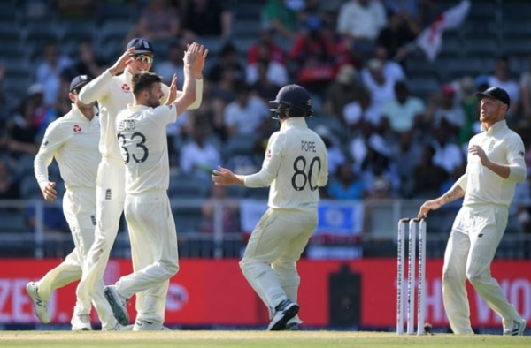 South Africa struggling on 88 for 6 after Mark Wood Strikes 2