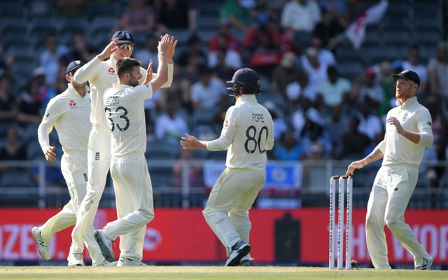 South Africa struggling on 88 for 6 after Mark Wood Strikes 1