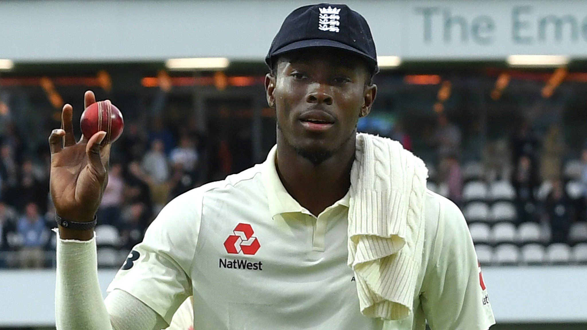 Jofra Archer waiting to watch Naseem Shah after Day 2 as well on the Old Trafford's slow pitch