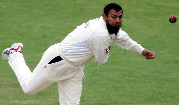 PCB coaches restricted for making private YouTube vidoes, Saqlain Mushtaq warned for praising Dhoni