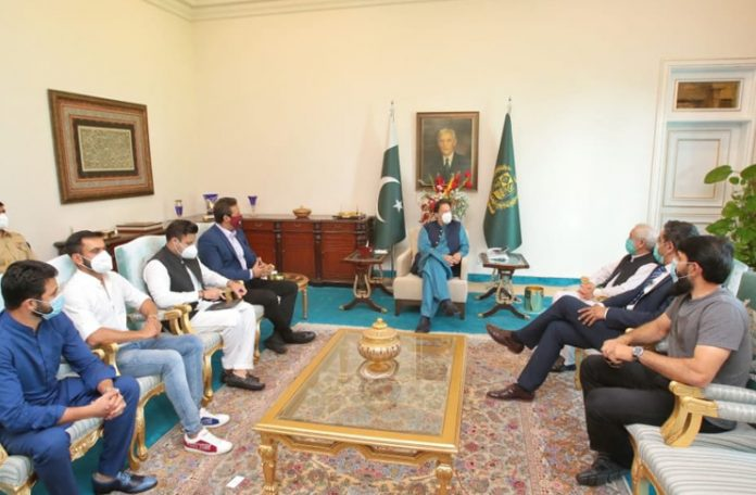 'We didn't go against PCB's policy' Misbah, Azhar clarify over meeting with PM Imran Khan on resumption of departmental cricket