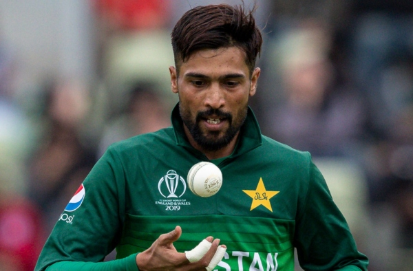 Mohammad Amir leaves his selection case on Allah