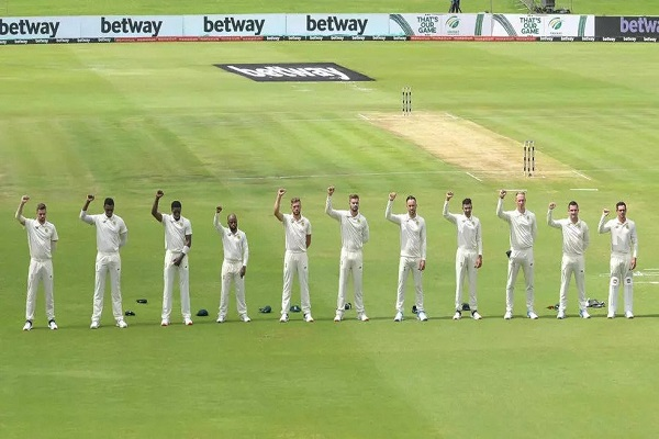South African players brought their clench hands Saturday up in an enemy of bigotry signal toward the beginning of their two-Test arrangement against Sri Lanka.